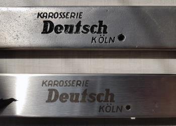 """Rekonstruktion altes Logo """"Karosserie Deutsch"""" - Laserbeschriftung auf Edelstahl-Türschweller"""