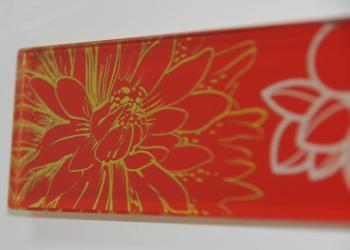 Glasbordüre rückseitig lasergraviert und ausgelegt